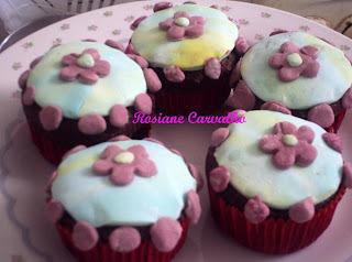 Cupcake de chocolate com pasta de leite em pó