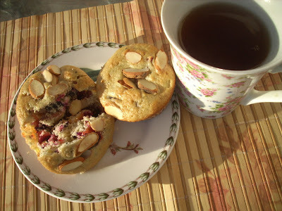 Plums and almonds muffins