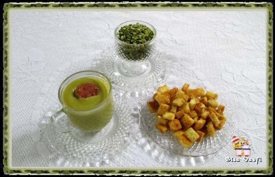 Sopa de ervilha com calabresa e croutons