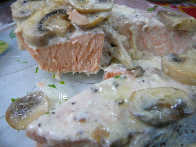 Salmon rosado con crema de champiñons