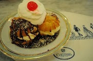 Profiteroles com Sorvete de Creme e Calda de Chocolate: uma delícia que fica pronta em um piscar de olhos...ah, vale a pena conferir a receita salgada também!