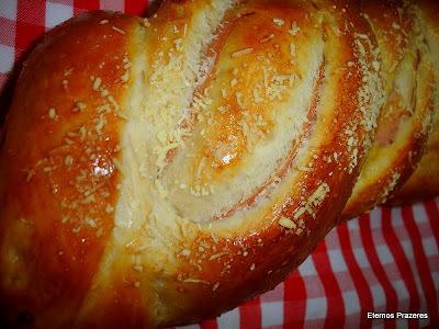de pão recheado de frango com fermento em pó
