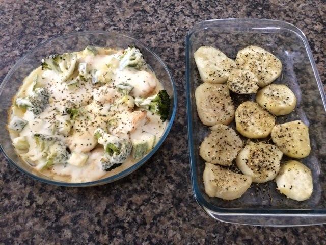 Frango com brócolis e abrobrinha ao molho branco e batata doce