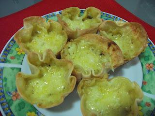 Tortinhas de cebola e queijo