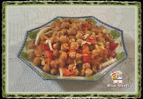 de salada de feijao fradinho com linguica