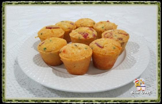Muffin de salaminho e flocos de milho