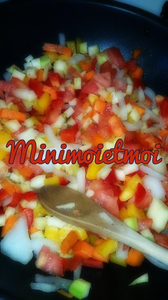 Roussette au beurre crevettes et sa julienne de légumes