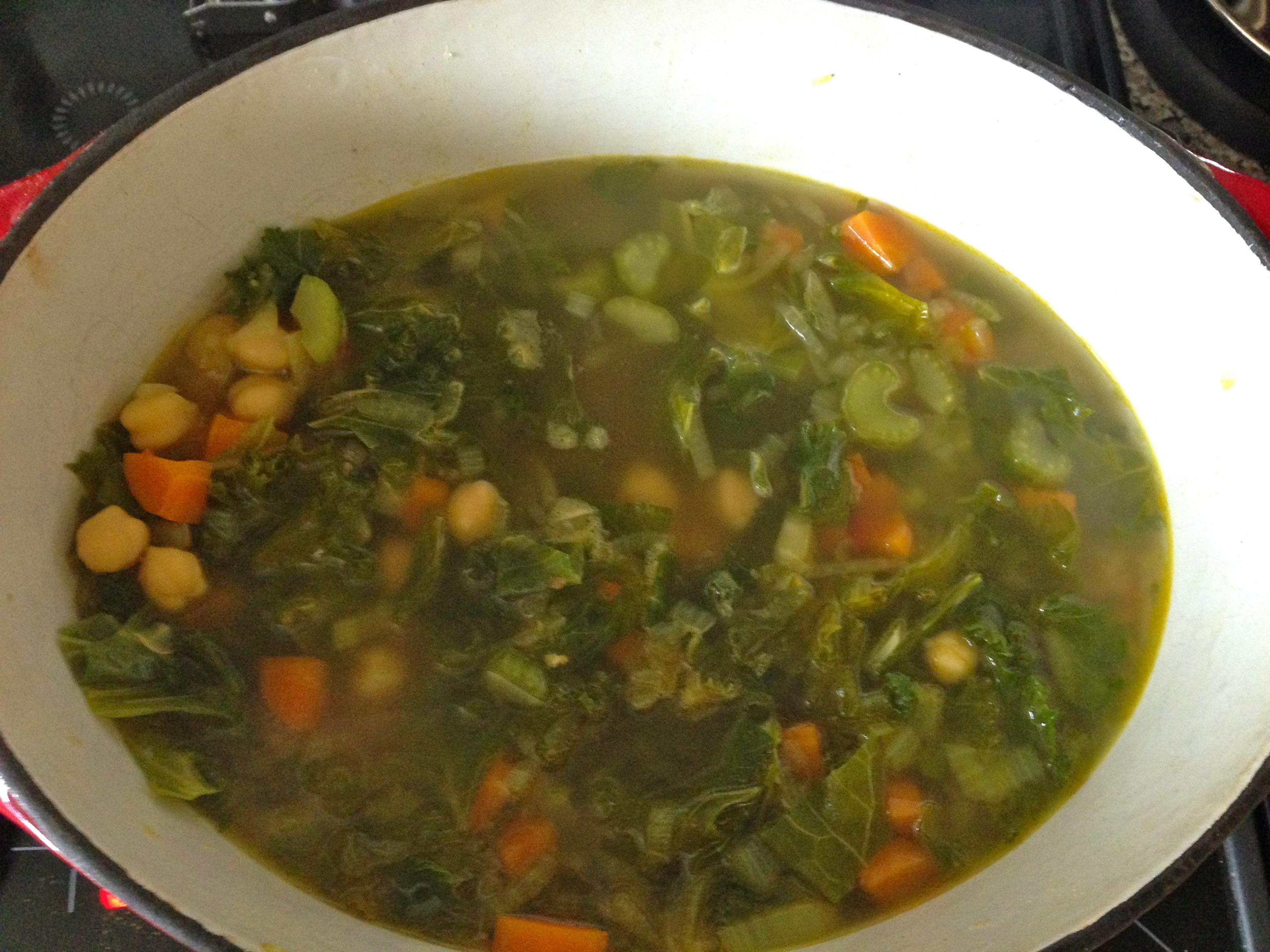 Soupe au Chou Kale, Pois-Chiches et Curry