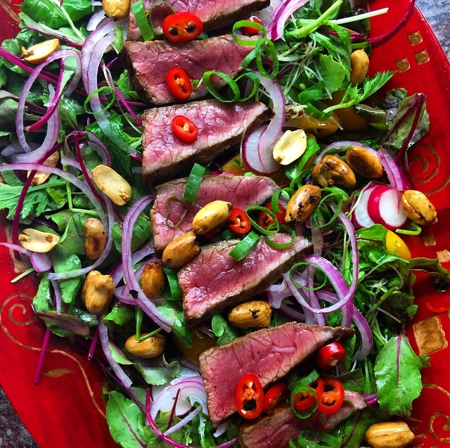 Salada asiática de filé