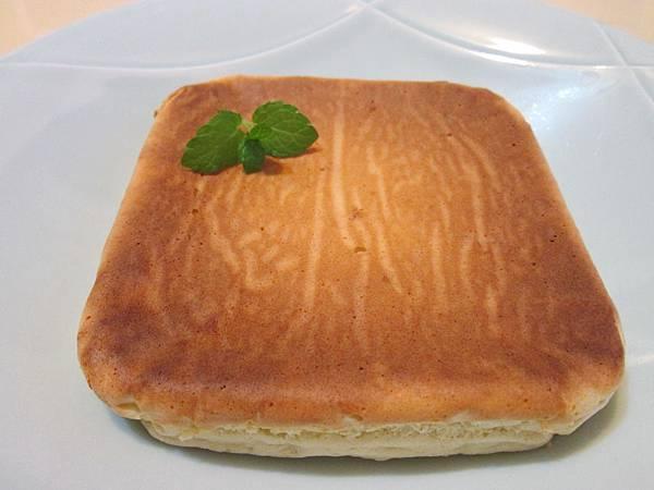 【電鍋版、平底鍋版、烤箱版】超好吃的優酪乳蛋糕,無油、低糖更健康!