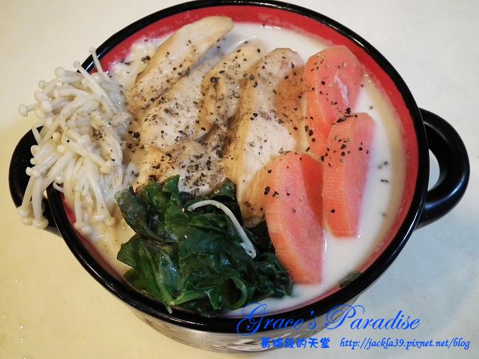 【食譜】超懶人料理,十分鐘搞定一餐!增肌減脂低卡料理--無水蔬菜雞肉豆漿鍋(估算熱量不到300卡)