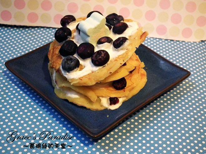 【食譜】自家來份下午茶小蛋糕--藍莓鮮奶油鬆餅塔,簡單又好吃,無泡打粉、免烤箱,平底鍋就可以做!
