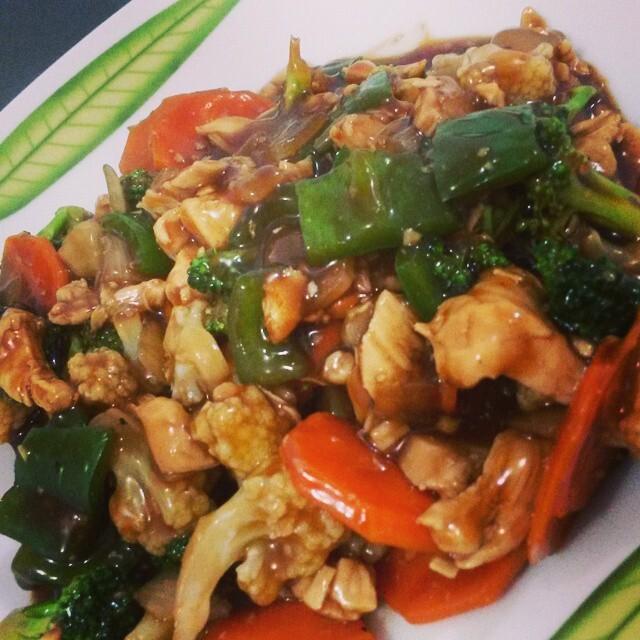 macarrao molho shoyo com legumes