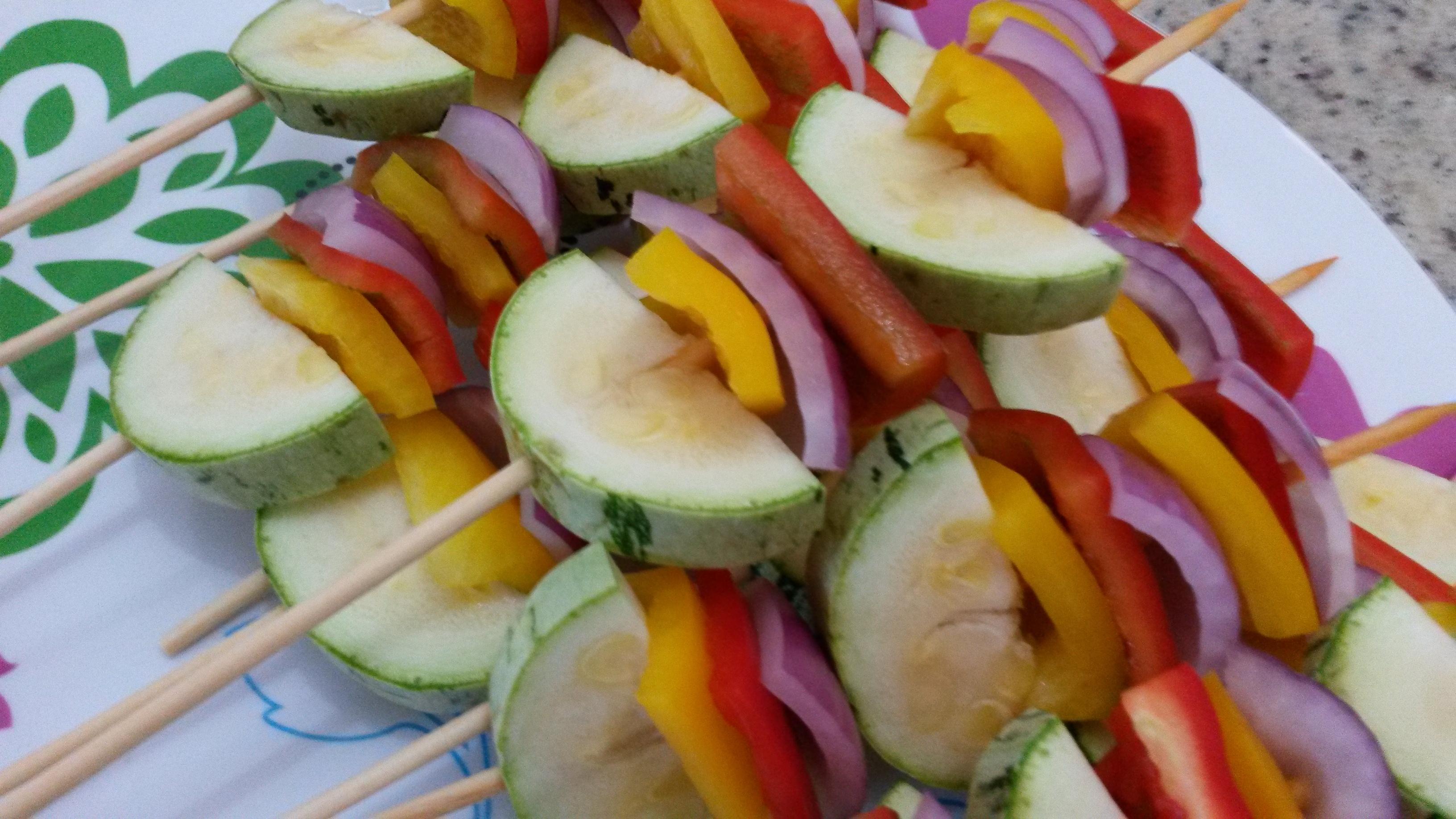 espetinhos de legumes para churrasco