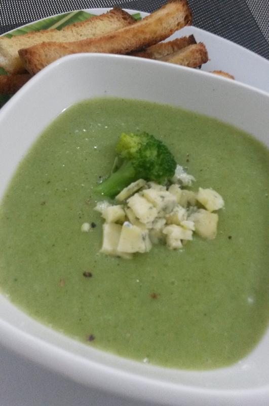 Sopa cremosa de Brócolis e Gorgonzola