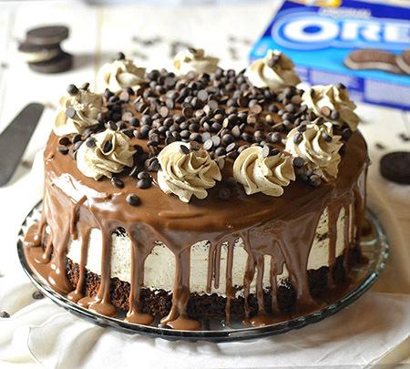Σοκολατένιο κέικ, με γέμιση Oreo cheesecake και ganache σοκολάτας