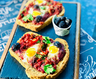 Quick breakfast Pizza slices with quail eggs and tomato sauce
