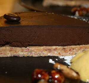 tårta nötbotten chokladkräm