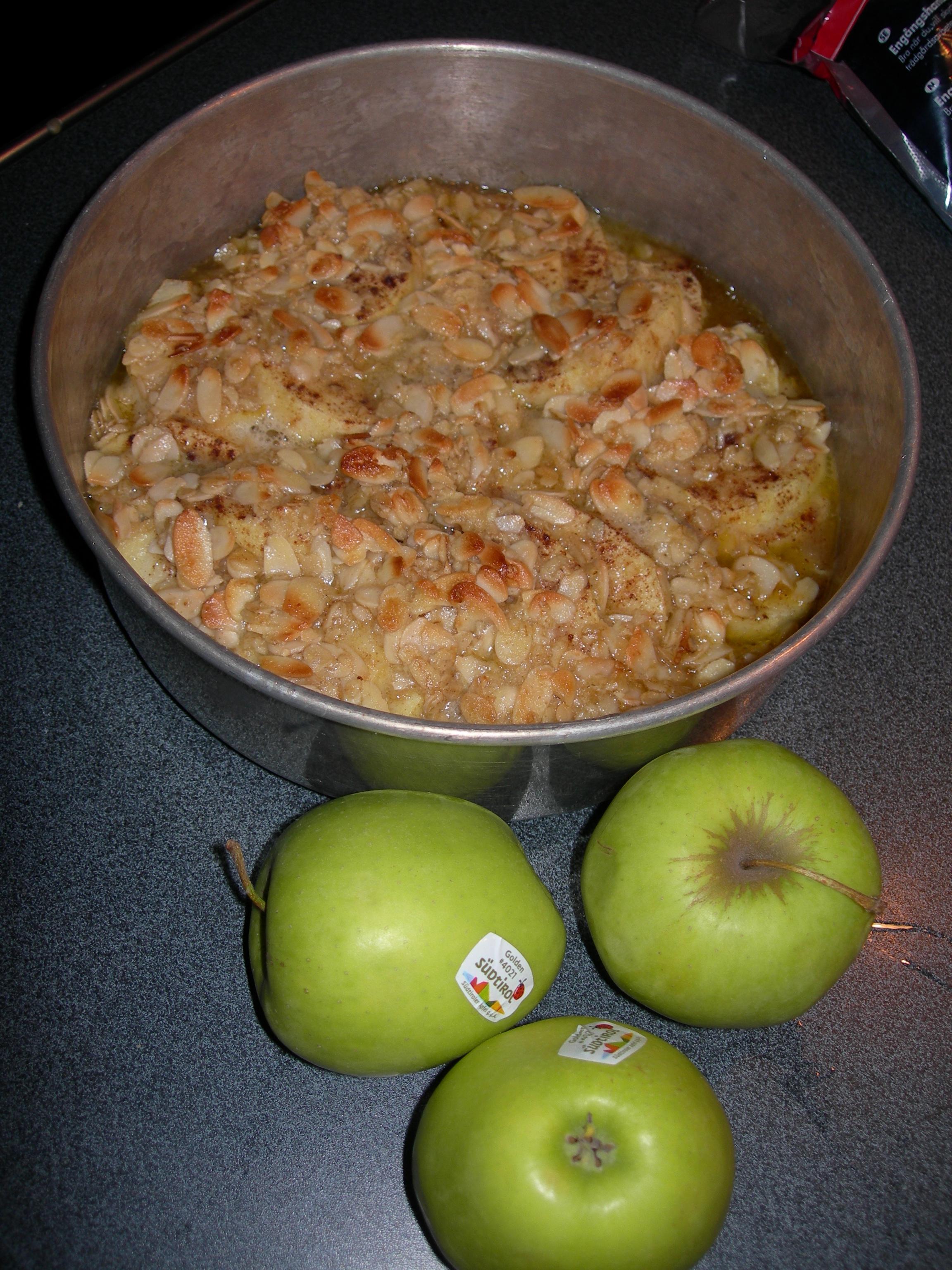Äppelpaj med sirap och havregryn