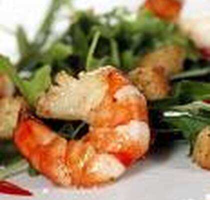 Scampi med sweet chili-sallad