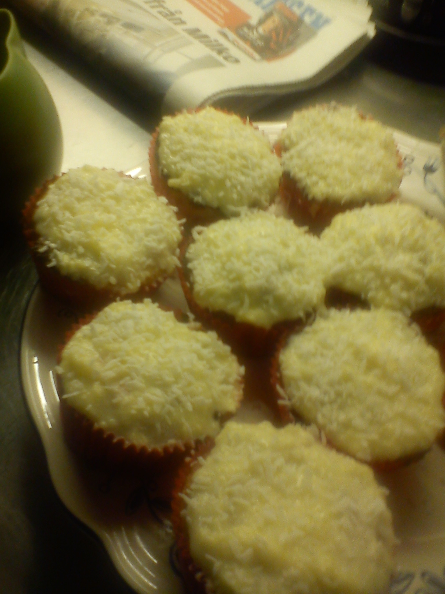 Lingonmuffins med cream cheese-glasyr