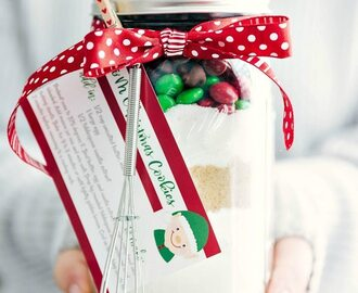 Mason Jar Gift: M&M Christmas Cookies (Free Printable)