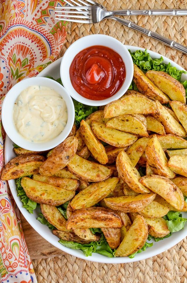 Syn Free Garlic and Herb Potato Wedges | Slimming World