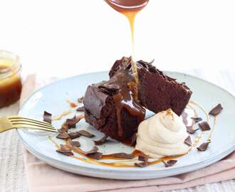 Brownies met salted caramel en kaneelslagroom