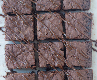 Best Classic Chewy Brownies | With Cracked and Flaky Top