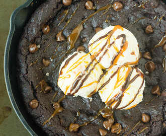 Chocolate Pizookie or Skillet cookie | With Salted Caramel Sauce