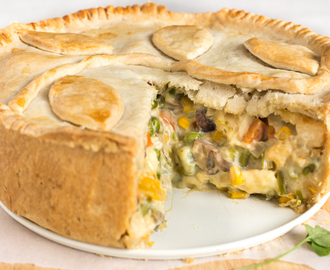Creamy vegetable and halloumi pie