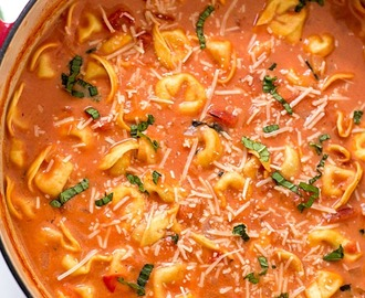 One-Pot Creamy Tomato Tortellini Soup