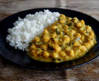 Curry de garbanzos y calabacín