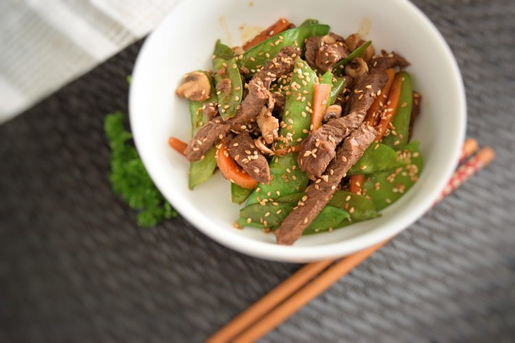 Beef in Hoisin sauce with vegetables and sasame