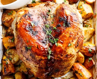 One Pan Juicy Herb Roasted Turkey & Potatoes With Gravy
