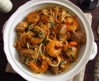 Stewed pork with spaghetti and shrimp | Food From Portugal