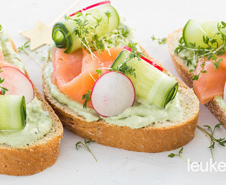 Toast met zalm en avocado spread