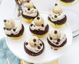 Schoko Cookie Dough Cupcakes