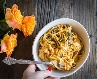 Zucchini pasta with creamy cashew bell pepper sauce