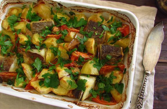 Bacalhau no forno com tomate e batatas | Food From Portugal