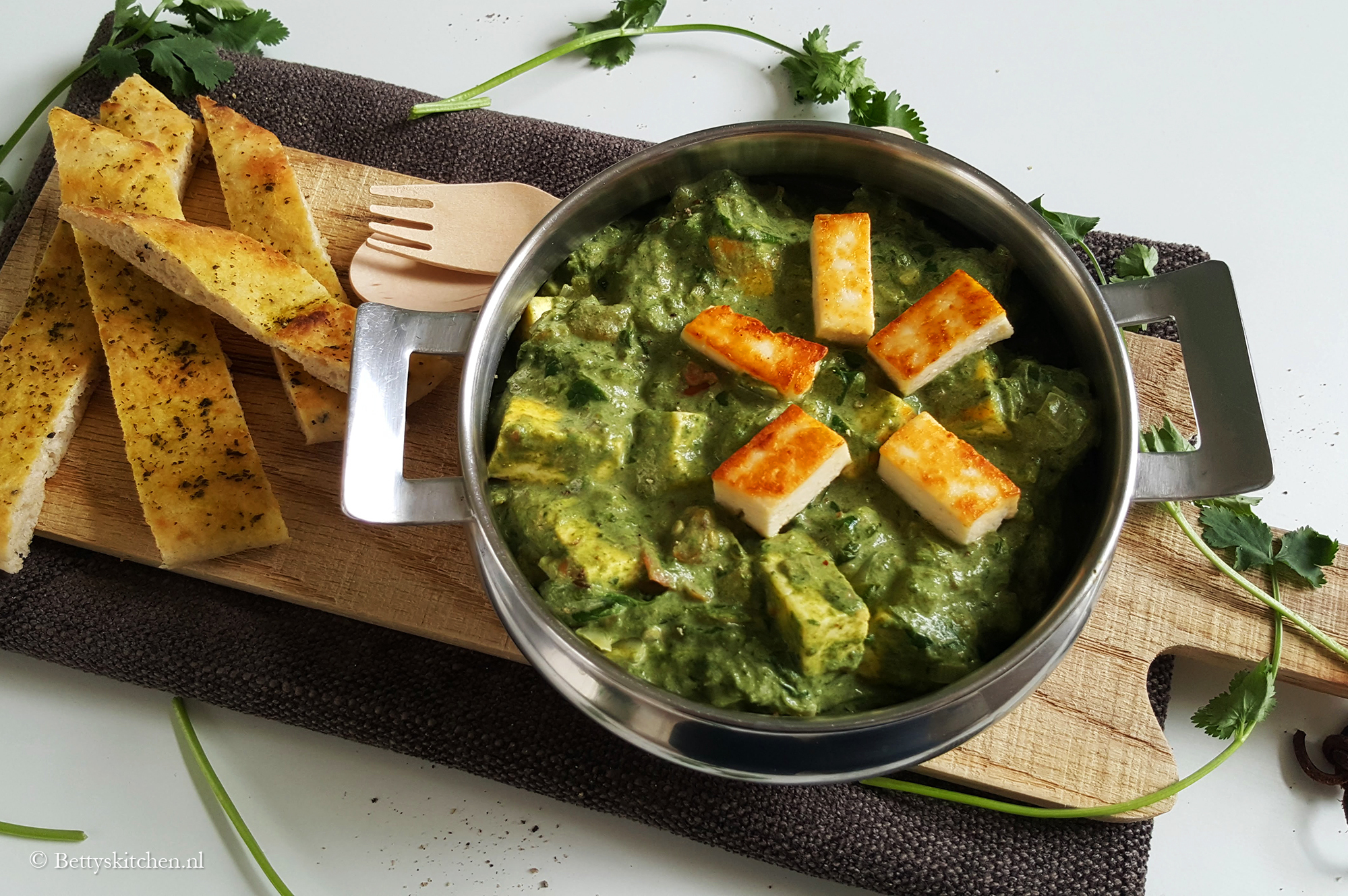 Spinazie curry met paneer (Palak paneer)