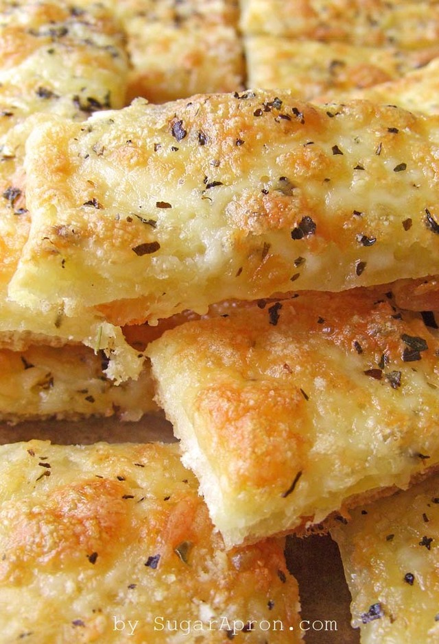 Easy Cheesy Garlic Breadsticks