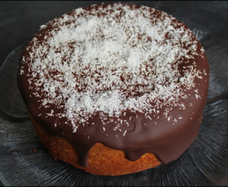 Bizcocho de chocolate y coco / Chocolate and coconut sponge cake