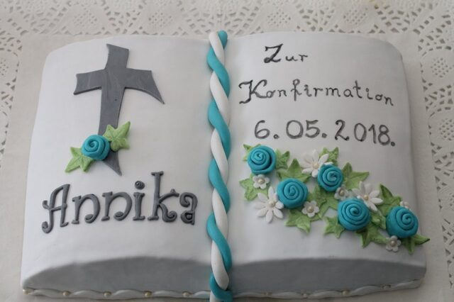 Buchtorte zur Konfirmation