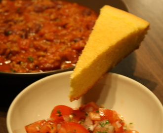 Chili, Pico de Gallo et Pain de Maïs