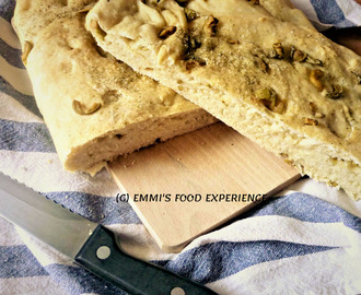 Focaccia with olives – a delicious Italian flatbread