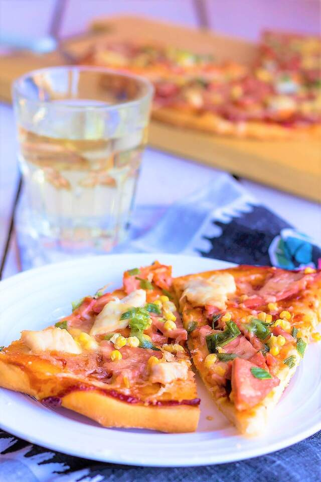 PIZZA WITH HAM,CORN AND CHEESE