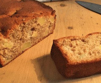 Apple and Cinnamon Loaf Cake