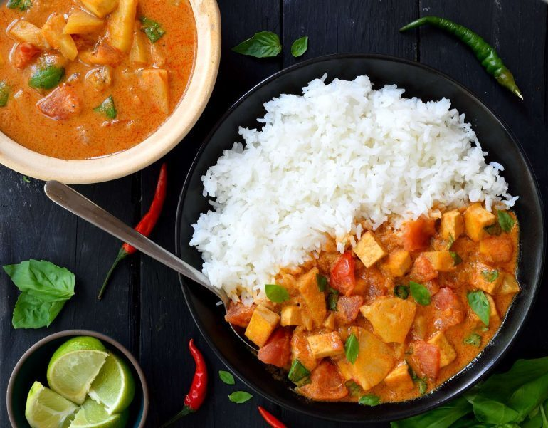 Vegetales al curry con leche de coco