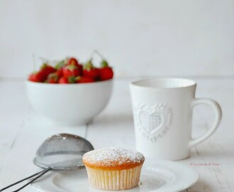 Muffin super soffici con fragole e yogurt, senza burro